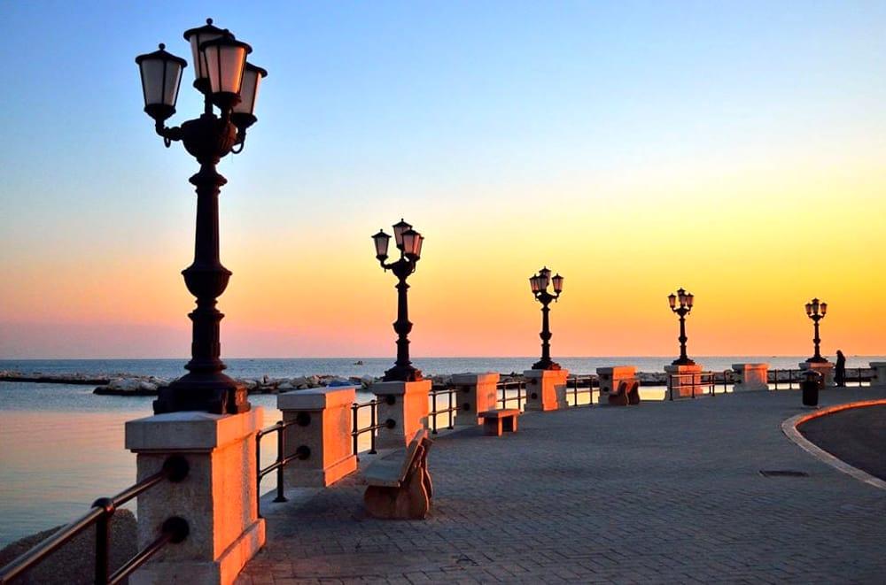 Bari il comune spegne il lungomare per m 39 illumino di meno for Arredamento etnico bari