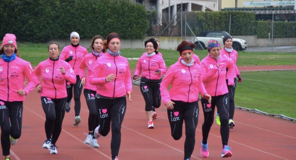 donne corrono contro il tumore al seno