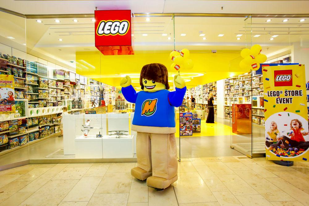 Apre a bari lego il primo store pugliese dei mattoncini for Lego giganti arredamento