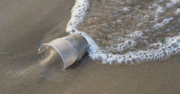 Riduzioni della plastica sui lidi pugliesi dalla prossima estate